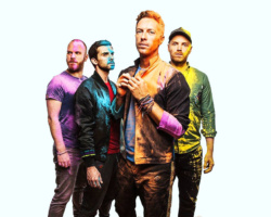 """Coldplay, suonano """"Ritorno al futuro"""" con Michael J. Fox"""